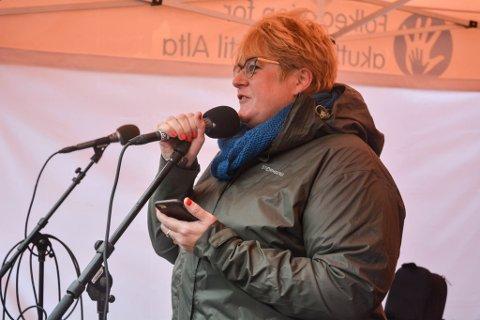 Venstre-leder Trine Skei Grande har bekreftet at det ikke er et samlet parti som står bak avgjørelsen om å gå i regjeringsforhandlinger med Høyre og Frp. Partiets nestleder Ola Elvestuen håper de som vil melde seg ut, avventer for å se hva resultatet blir.