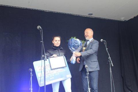 VANT UNGDOMSPRIS: Kaja Bergersen fra Kirkenes er årets vinner av Ungdomsprisen. Det unge brytertalentet har flere gode prestasjoner fra matta bak seg, og forteller at de 25.000 kronene som hun nå får inn på kontoen, skal gå med til videre trening og stevner.