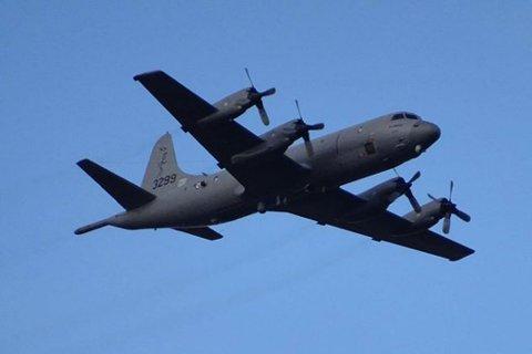 DELTAR I AKSJONEN: Forsvarets Orion-fly er mandag ettermiddag satt inn i leteaksjonen etter den savnede Odd Henry Lahm i Tana.