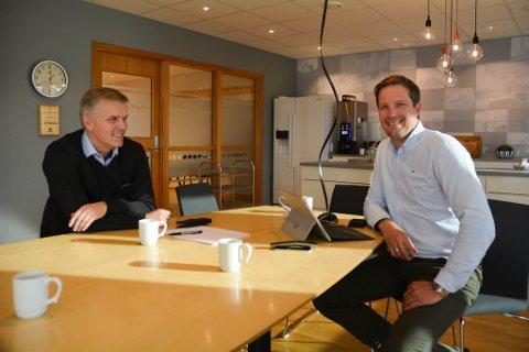 INNGIKK AVTALE: Daglig leder hos Alta Motor Rolf Gunnar Pedersen ser fram til at Eirik Kivijervi og hans stab hos Ulf Kivijervi AS begynner å rive og bygge opp en ny butikk.