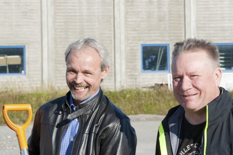 FEM ÅRS ARBEID: Trond Pedersen og Per William Herandsen er blant de som skal jobbe med vintervedlikehold i fylket de kommende fem år.