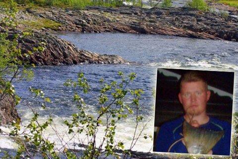 STOLT: Fredrik Olsen fanget sesongens største laks i Repparfjordvassdraget.