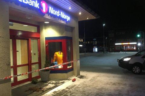 SKADEVERK: Noen skal ha tømp pulverapparat på banken.