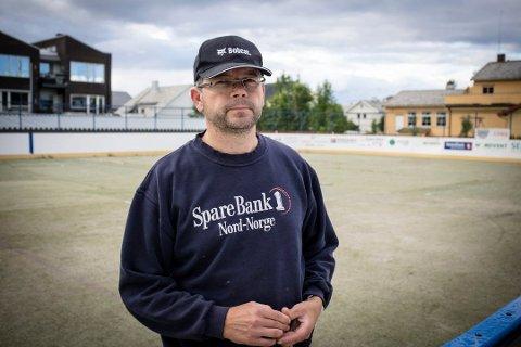 KONKURRANSE: Claus Bergersen i Kirkenes puckers mener at det bare vil være positivt for klubben om det dannet seg flere ishockeylag i Finnmark som de kan konkurrere mot.