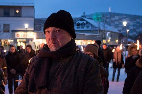 KRITISK: Ordfører Rune Rafaelsen (Ap) i Sør-Varanger, her avbildet i fakkeltog for Frode Berg, sier han er kritisk til pågående rekruttering fra PST