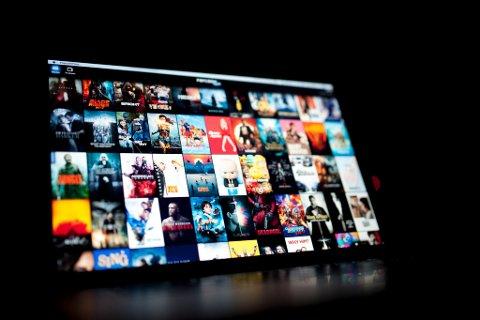 ULOVLIG: Filmbransjen taper millioner på at folk bruker ulovlige strømmetjenester.
