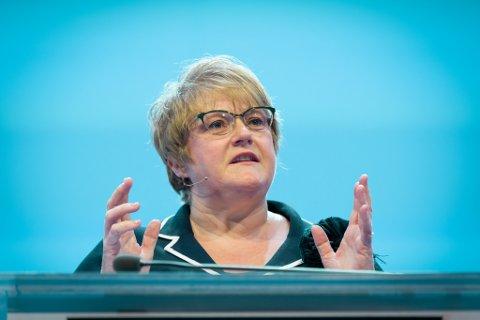 SVARER: Kulturminister Trine Skei Grande (V) svarer på spørsmål om omleggingen av NRK.
