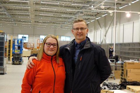 GLEDER SEG: Butikksjef Tone-Merethe Lind og Runar Eriksen i Coop Hammerfest kan snart åpne en splitter ny butikk på Storsvingen i Hammerfest.
