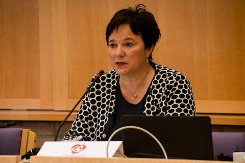 – TREKK FORSLAGET: Fylkesordfører Ragnhild Vassvik (Ap) vil at regjeringen skal trekek foslaget om sammenslåing av Finnmarkssykehuset og UNN.