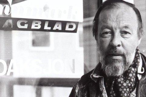 JOBBET I AVISA: Kåre Kivijärvi fotografert på Finnmark Dagblad. Han jobbet i forgjengeren, Vestfinnmark Arbeiderblad.