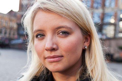 GIR UT BOK: Kathrine Olsen Nedrejord har gitt ut mange bøker både for voksne og for ungdom, men den siste romanen skiller seg ut. Her forteller hun om egne opplevelser etter overfallsvoldtekt.