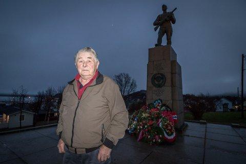MELLOM RUSSERNE OG TYSKERNE: Under krigen møtte Ragnar Dahl tyskere som fortalte om blodbadet lenger øst. Mot slutten trakk kampene nærmere familiehjemmet hans i Sør-Varanger.