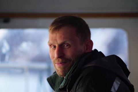 MOTARBEIDET: Jo Inge Hesjevik sier han føler at Fiskeridirektoratets folk bevisst har motarbeidet rederiets forsøk på å starte kommersielt fiske etter reker med teiner i Porsangerfjorden.