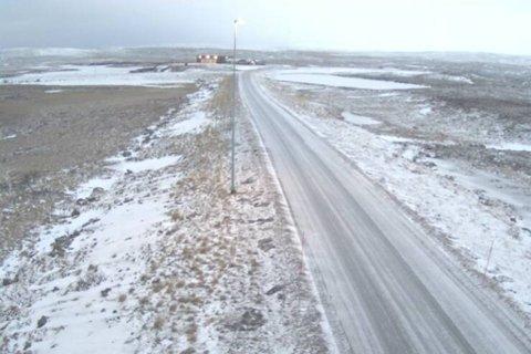 GLATT FØRE: Flere steder i Finnmark er det glatt føre. Her er fylkesvei 890 ved Gjedne torsdag morgen. Illustrasjon.
