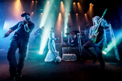 GJENSYN: Mange husker Gåtes besøk på Brennelvneset på 2000-tallet. Etter flere års pause i bandet er de tilbake i manesjen, og nå har Midnattsrocken sikret seg et gjensyn med bandet som var svært populært da de sist var aktive.