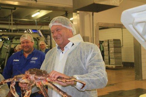 STORE VERDIER: - De som fisker og selger kongekrabbe ulovlig, ødelegger for de som driver lovlig. Det må vi ha en slutt på, sier fiskeriminister Nesvik.