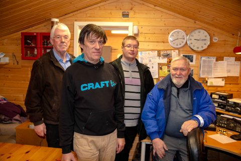 Radioamatørene Steinar Nordgård (LA4RI), Karl-Erik Johansen (LA5LDA), Robin Saraksen (LB2UI) ogPer Asbjørn Mikalsen (LA3FL) i Altagruppen til Norsk radio relæ liga (NRRL).