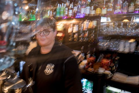 MINUSGRADER: Ann-Brith Nilsen forventer mange unge folk på Pub1 andre juledag, og håper de kler seg fornuftig.
