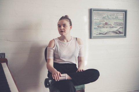 SLIPPER DEBUTALBUM: Lisa Skoglund er en av de bekreftede artistene. Hun spilte på Kooperativet Kulturscene i vår.