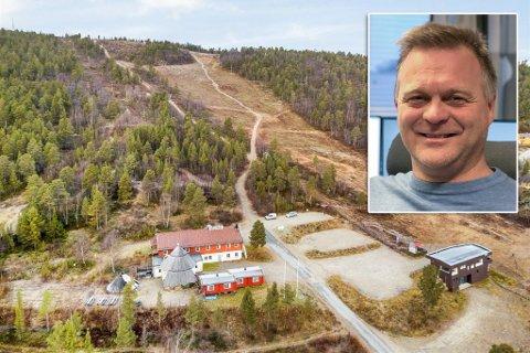 ENDELIG SOLGT: Motellet, eller kroa på folkemunne, i Karasjok er endelig solgt, etter å ha ligget over 2 år på markedet. Sten Rune Pettersen er innfelt i bildet.