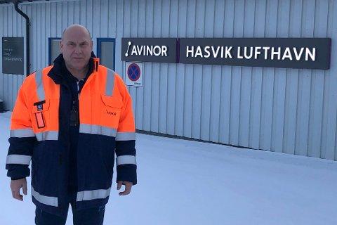 FORNØYD: Lufhavnsjef i Hasvik er fornøyd med tallene. Og sier oppsvingen kom etter at rutetilbudet ble tilrettelagt for brukeren.