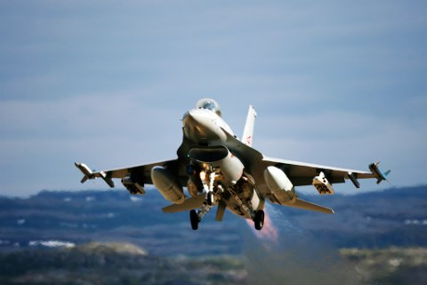 TAKE OFF: Et F-16 jagerfly tar av fra Banak under øvelse Nordavind 2007.