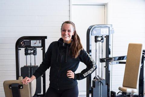 MED HELSE I FOKUS: Her, i FysioNords lokaler i Vadsø, hjelper Ina Leikvoll Larsen kundene sine med kosthold og trening. Det var etter at hun gjorde seg selv frisk, at hun fant ut hva hun skulle jobbe med.