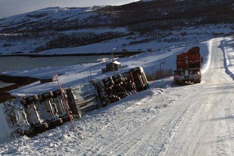 ULYKKER: Mange vogntog havner i ulykker fordi de er dårlig skodde, ifølge artikkelforfatteren. Dette illustrasjonsbildet er fra et tidligere trafikkuhell.