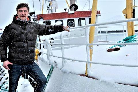 """SKIPPER: Skipper Mikal Rafal Molnes gledet seg til første sjøvær med sitt nye fartøy. Nå har det vært så mye """"vær og vind"""" at bedriften hans er i ferd med å gå konkurs."""