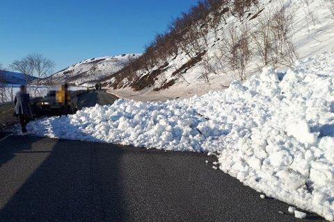 SNØSKRED: Arvid Østmo ble helt skjelven da han så at det gikk snøskred over veien.