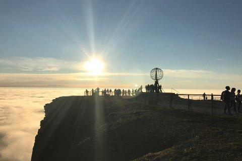 - Hva er detegentlig som skjer i Nordkapp kommune?spør Skjalg Fjellheim.