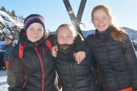 MYE BEDRE ENN SKOLE: Caroline (14), Sunniva (14) og Maina (14) elsker å være på NM-stadion i stedet for skolen.
