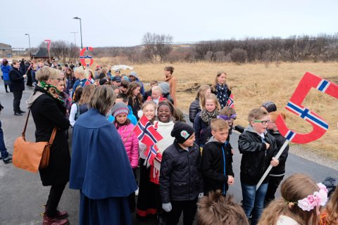 FEIRING: Vi skal også skildre feiringen i Vadsø på 17. mai. Her fra toget i Vadsø i 2018.