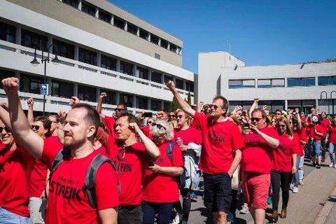 NRK-journalister i streik utenfor Fjernsynshuset på Marienlyst i Oslo. Foto: