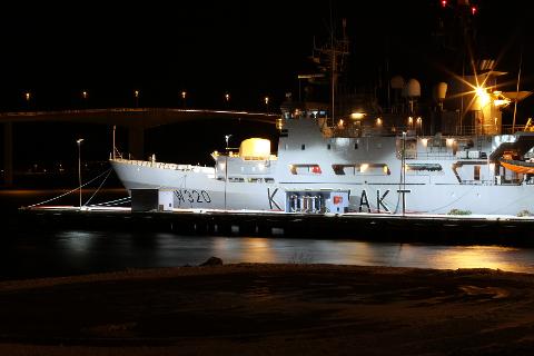 SAVNET: Besetningsmedlemmet ble sist sett ombord ved 02.30-tiden natt til lørdag, opplyser HRS. Foto: Forsvaret