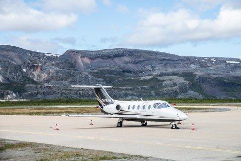 """RIKING-TAXI"": Beech Beechjet 400 OK-RAH på Lakselv lufthavn Banak."