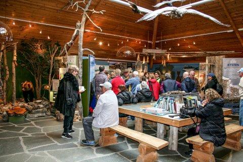 Stabbursnes Naturhus og Museum kan fortelle  at de har hatt 445 turistbesøk fordelt på ti busser, denne fredagen,
