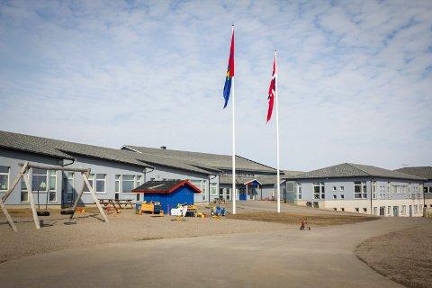 BEDT OM Å BETALE TILBAKE: Sametinget er ikke fornøyd med hvordan oppvekstsenteret i Nesseby har brukt et tilskudd som skulle brukes til å lære barn tradisjonelt samisk håndverk.