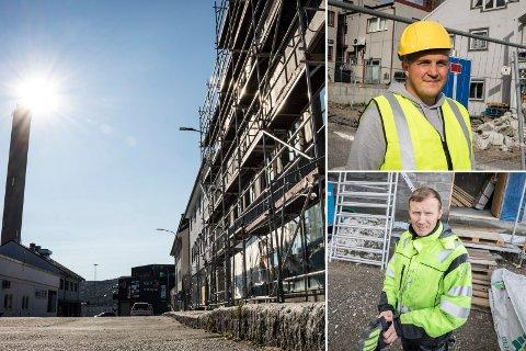 FORTSETTER ARBEIDET: Huset i Toklebakken begynner å bli ferdig. Frank Fiskebeck (nederst) regner med å ha leilighetene klare i august. Rune Nordhus gleder seg til å vise fram nye planer for restaurant på gateplan.