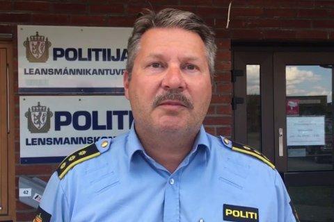 ADVARER: Lensmann Tarjei Leinan Mathiesen ber folk om å sikre tingene sine og å være obs.