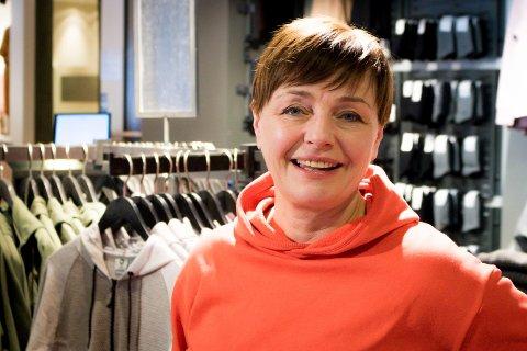 SATSET: Da det så som mørkest ut i Vardø, valgte Hege Johnsen å starte butikk i byen. Nå feirer den avdelingen 15 år. Hun mener man må våge å tenke positivt.