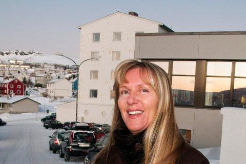 FYLKESLEGE: Anne Grethe Olsen, som tidligere jobbet som kvalitets- og utviklingssjef for Finnmarkssykehuset, formaner om at man ikke kan senke skuldrene.