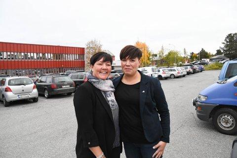 ENIGE: Rektorene Trude T. Andersen (til venstre) ved Bossekop skole og Toril Helene Isaksen ved Komsa skole er enige om at Alta trenger en ny og moderne skole. Dette bildet er tatt ved en tidligere anledning, men om samme tema.