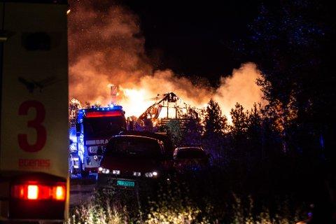 STOR UTRYKNING Alle nødetater rykket ut etter meldingen om brann i eneboligen i Ildskog.