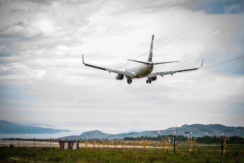 NORWEGIAN: Et Boeing 737-800 fra Norwegian lander på Lakselv lufthavn Banak.
