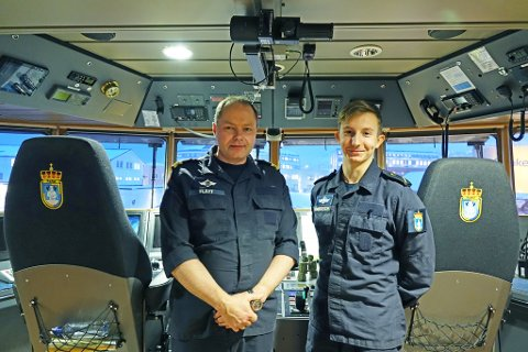 RYKKET UT I NATT: Skipssjef Stig Flått og lærling Hans Kristian Andersen kan fortelle at seneste oppdrag var i natt. Det er rundt 15 personer om bord KV «Farm» som i skrivende stund ligger i havn i Hammerfest.