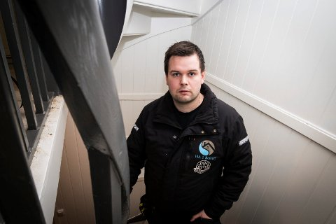 VELGER Å ANSETTE: Andreas Aune i HA 1 Bygg i Kirkenes velger å ha flere fast ansatte fremfor å leie inn arbeidskraft fra bemanningsbyrå. Nytt regelverk skal skjerpe inn på praksisen med å leie inn istedenfor å ansette.