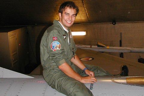 PILOT: Dette bildet er fra den tiden Tage Réne Stene var norsk F-16 pilot.