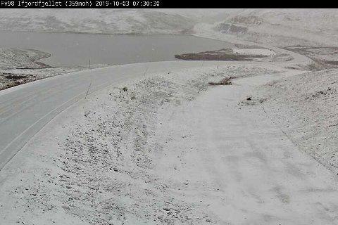 VINTERFØRE: Flere fjelloverganger i Finnmark er hvite av snø. Slik så det ut på Ifjordfjellet torsdag morgen.