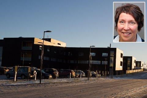 NYE SYKEHUS: Styret i Helse Nord får tiltaksplanen som utgjør tiltak for nesten 120 millioner kroner til behandling 18. desember.  Selv om budsjettene barberes merker ikke pasientene noe til dette, fastslår økonomisjef Lill-Gunn Kivijervi ved Finnmarkssykehuset. Pressefoto/Finnmarkssykehuset